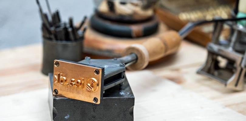 Brændestempel eller brændejern til brændemærkning af træ